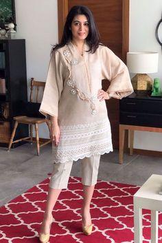 A classic jute shirt embellished with lace and pearls. Beautiful Pakistani Dresses, Pakistani Formal Dresses, Pakistani Dress Design, Pakistani Outfits, Pakistani Fashion Party Wear, Indian Fashion Dresses, Indian Designer Outfits, Designer Dresses, Pakistani Designer Clothes