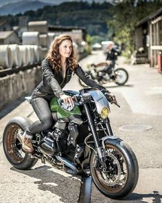 news - BMW boxer café racer - Motorcycle Bmw Cafe Racer, Cb 450 Cafe Racer, Cafe Racer Girl, Custom Cafe Racer, Cafe Racers, Bmw Boxer, Lady Biker, Biker Girl, Motos Sexy