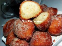 Receitas da Sol Tarcitano: Bolinho de chuva - Em um recipiente misture  : 8 colheres de sopa de farinha de trigo 2  colheres de sopa de amido de milho 5 colheres de sopa de açúcar 1 ovo 1/2 copo de leite morno 1 colher de sopa de fermento  Misture e frite as colheradas Passe depois de frito em açúcar misturado com canela
