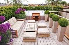 Try remodeling an old look of your rooftop at home by applying modern rooftop garden design ideas. You will get useful tips as well.FIND OUT: The Best Modern Rooftop Garden Design Ideas Including Useful Tips Here Terrace Garden Design, Deck Design, Home Design, Interior Design, Rooftop Design, Design Design, Landscape Design, Rooftop Garden, Rooftop Terrace