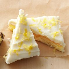 Lemon Angel Cake Bars Made with angel food cake mix Köstliche Desserts, Lemon Desserts, Lemon Recipes, Dessert Recipes, Baking Recipes, Angel Cake, Angel Food Cake, Refreshing Desserts, Delicious Desserts