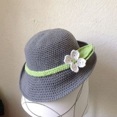 Free Crochet Spring Hat pattern, perfect for when the weather is still cool but the sun is out. Diy Tricot Crochet, Crochet Adult Hat, Bonnet Crochet, Crochet Beanie Hat, Knit Or Crochet, Crochet Scarves, Crochet Crafts, Crochet Projects, Free Crochet