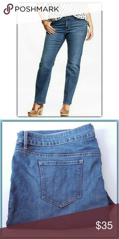 BUY ONE GET ONE FREE Skinny Jean's - Button Closure And Zip Fly. -Scoop Pockets And Coin Pocket In Front Patch. - Pockets In Back. -Moderate Stretch. Short Old Navy Jeans Skinny