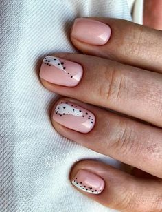The advantage of the gel is that it allows you to enjoy your French manicure for a long time. There are four different ways to make a French manicure on gel nails. Minimalist Nails, Nail Art Cute, Wedding Nail Polish, Nailart, Work Nails, City Nails, Funky Nails, Manicure E Pedicure, Stylish Nails