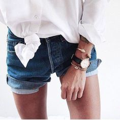 Image about girl in Casual by lu. Chic Minimalista, Casual Outfits, Cute Outfits, Denim Shorts Outfit, Jean Shorts, Vogue, Fashion Beauty, Womens Fashion, Classy Fashion