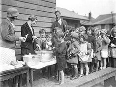 Depression also hits Australia. Children line up for a free issue of soup and bread during the Depression, Courtesy State Library of New South Wales Great Depression, Old Photos, Vintage Photos, Antique Photos, Vintage Stuff, Vintage Photographs, Australia Migration, Orphan Train, Infancy