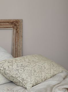 alpina feine farben no 20 leiser moment mit schwarz aubergine und grau bekommt der. Black Bedroom Furniture Sets. Home Design Ideas