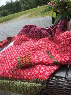 Sweater Knitting Patterns, Crochet Patterns, Knit Sweaters, Cardigans, Yarn Crafts, Knitting Projects, Mittens, Knit Crochet, Hand Weaving