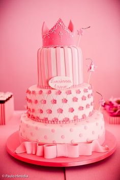Pink Princess Birthday Cake (What, is it too much pink? Pretty Cakes, Cute Cakes, Beautiful Cakes, Amazing Cakes, Torta Princess, Pink Princess Cakes, Birthday Cakes For Teens, Birthday Cupcakes, Birthday Ideas