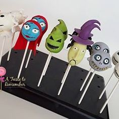Nightmare Before Christmas cake pops. Can you believe I've never even seen the movie yet? Christmas Birthday Party, Christmas Cake Pops, 5th Birthday, Birthday Parties, Halloween Cake Pops, Halloween 1, Halloween Themes, Halloween Decorations, Bride Party Ideas