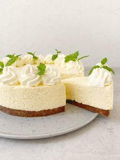 Snacks To Make, Desserts To Make, No Bake Desserts, Yummy Snacks, Danish Dessert, Danish Food, Twix Cake, Cake Recipes, Dessert Recipes
