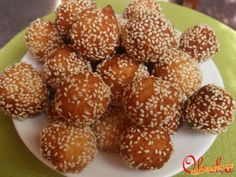 Tvarohovo kokosové kuličky v sezamu | Mimibazar.cz Doughnut, Almond, Muffin, Breakfast, Desserts, Food, Morning Coffee, Muffins, Meal