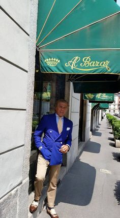 On the crest of a wave since Al Bazar Milano is a landmark for who loves style, class and elegance. Men Fashion, Love Fashion, Double Breasted Jacket, Classic Man, Mens Suits, Men's Style, Gentleman, Milan, Zara