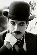 Charlie Chaplin, foi um ator, diretor, dançarino, roteirista e músico britânico.