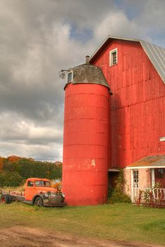 Old Door County Barn   MY BROTHER AND I SPENT EVERY SUMMER WITH OUR GRANDPARENTS ON THE FARM....EVERYBODY HAD A SILO AND BIG BARN.....WE USE TO PLAY IN THE HAY LOFTS....LOVED THE COUNTRY....ccp