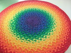 plaited t shirt rug - no instructions but cool. Could be awesome with other color patterns too.