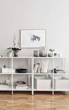 Stylish storage solutions inspired by Maria Konodo Interior Inspiration, Room Inspiration, Diy Home Decor, Room Decor, Wall Bookshelves, Design Blog, Open Shelving, Colorful Decor, Decoration