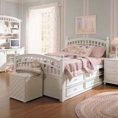 kleines kinderzimmer mit dachschr ge wei streichen und optisch vergr ern house pinterest. Black Bedroom Furniture Sets. Home Design Ideas
