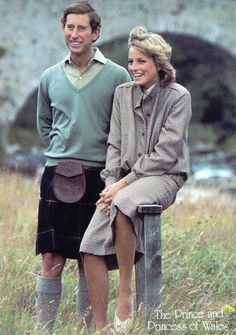 PRINCESS DIANA  & PRINCE CHARLES WEARING A KILT BRITISH ROYALS LARGE POSTCARD