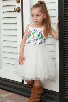 Nothing gets us more excited then floral print and tulle! She will love this precious tank dress with floral print and tulle skirt. Added bonus: the removable Girl Trends, Photos 2016, Trendy Girl, Tank Dress, Family Photos, Floral Prints, Tulle, Flower Girl Dresses, Street Style