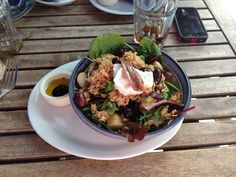 De Beauvoir Deil - Tuna salad with soft poached egg. London Eater, Tuna Salad, Beef, Food, Tuna Fish Salad, Meat, Essen, Meals, Eten