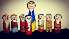 Snow white and 7 dwarfs peg dolls