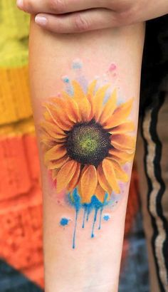 Cute realistic sunflower forearm tattoo ideas for women watercolor colorful floral flower arm tat - acuarela girasol tatuaje del antebrazo dieas para Watercolor Sunflower Tattoo, Sunflower Tattoo Simple, Sunflower Tattoo Sleeve, Sunflower Tattoo Shoulder, Sunflower Tattoos, Sunflower Tattoo Design, Sunflower Tattoo Meaning, Tattoo Watercolor, Sunflower Mandala Tattoo