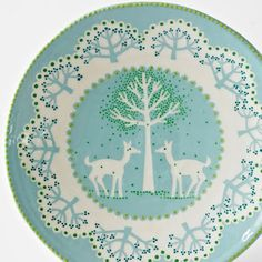 katrin moye is an award winning ceramicist, specialising in highly decorative domestic ceramics. katrin has been creating a new body of work inspired by the patterns she finds in tree and plant life, and by edward thomas' rural poetry in particular.