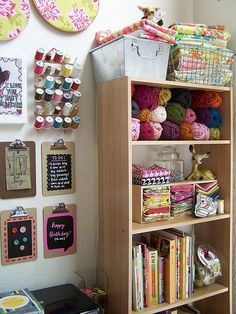 Idea Craft Room or Sewing Room Space Crafts, Home Crafts, Fun Crafts, Craft Space, Sewing Room Organization, Craft Room Storage, Craft Rooms, Organization Ideas, Storage Ideas