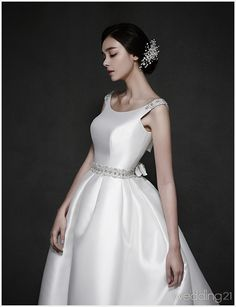 This graceful gown from Reve de la Marie is the perfect marriage of classic and contemporary. Wedding Dress Styles, Wedding Wear, Bridal Dresses, Wedding Gowns, Wedding Photography Styles, Bridal Photoshoot, Queen Dress, Bridal Collection, Evening Dresses