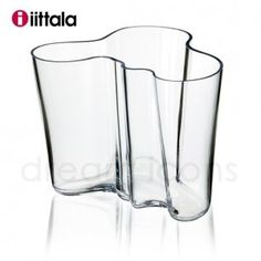 Iittala's Aalto vase is an organically shaped icon of Finnish design and glasswork. Alvar Aalto created the Aalto vase in different sizes and colours for the World Fair in Paris in