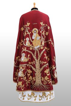 Ambelos | Riza Orthodox Vestments Gold Embroidery, Embroidery Designs, Communion Sets, Orthodox Priest, Costume Armour, Fantasy Costumes, Sacred Art, Green Silk, Floral Tops