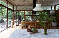 Alejandro Sticotti arquitecto / Casa Máspero, Buenos Aires : glass-walled kitchen