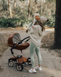 Love this stroller Cute Family, Baby Family, Family Goals, Baby Momma, Mom And Baby, Baby Kids, Baby Set, Cute Kids, Cute Babies