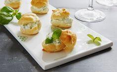 Vandbakkelser med basilikumfyld Frisk lille tapasanretning, som kan bruges både til forret, tapas eller buffetten.