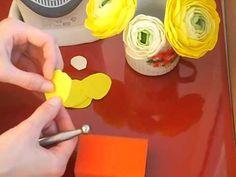 Лютик (ранункулюс) из фоамирана. Обрабатываем лепестки.