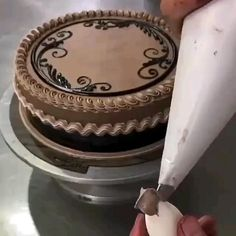 Cake Decorating Frosting, Cake Decorating Designs, Creative Cake Decorating, Cake Decorating Videos, Cake Decorating Techniques, Cake Designs, Cookie Decorating, Decoration Patisserie, Dessert Decoration