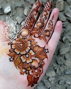 Best Henna Design on Palm Images Gallerh - Henna Designs Easy on Palm with Cute and Simple Design for Girl. this is the best henna design on Palm Simple Arabic Mehndi Designs, Stylish Mehndi Designs, Unique Mehndi Designs, Wedding Mehndi Designs, Henna Designs Easy, Beautiful Mehndi Design, Latest Mehndi Designs, Mehndi Designs For Hands, Henna Tattoo Designs