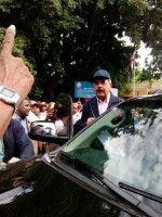 Presidente Medina visita Vicente Noble y dispone ayuda