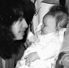 Steven Tyler and daughter Mia! There's nothing hotter then a hot guy playing with cute babies! Mia Tyler, Liv Tyler 90s, Movin Out, Elevator Music, Steven Tyler Aerosmith, Steven S, Joe Perry, Love Me Forever, Husband Love