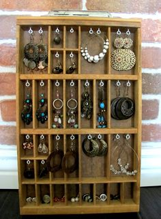 I don't wear ear rings but this is a great idea!! Maybe even to just organize a drawer with all your hair stuff.....nice