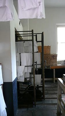 Les Carnets de l'Atelier Blondie Laundry Drying, Miniature Furniture, Mudroom, Dollhouse Miniatures, Laundry Room, Foyers, Storage, Bed, Interior