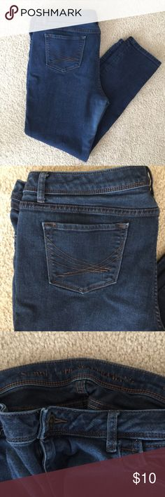 "Simply Vera Vera Wang Jeans Size 16 - 27"" inseam Cute and comfy jeans from Simply Vera! Slim ankle style jeans, good used condition, with a little stretch for a great fit. 27"" inseam; 17"" across waist; 21"" across hip; 9.5"" rise (crotch to waist). Slight fabric discrepancies--please see the last 2 pictures for details. Simply Vera Vera Wang Jeans Ankle & Cropped"