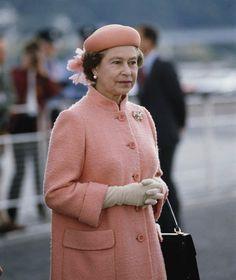 Queen Elizabeth II Inverness August 1985 Queen Hat, Queen Outfit, Elizabeth Philip, Queen Elizabeth Ii, Commonwealth, Prinz Philip, Royal Queen, Isabel Ii, Her Majesty The Queen
