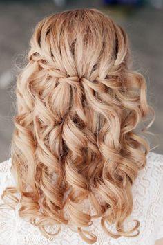 romantische flechtfrisur-lockige haarsträhnen-haarreifen