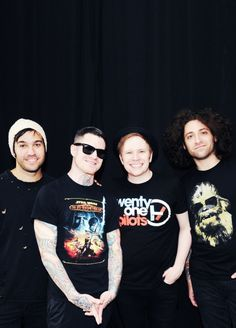 I love how Patrick has a twenty one pilots shirt on <<<--- FORGET THAT ANDY HAS AN OLD REPUBLIC SHIRT ON!!!!!!!