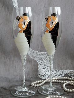 Hand painted Wedding Toasting Flutes Set of 2 Personalized Champagne glasses Groom and Bride Wedding Valse Wedding Wine Glasses, Diy Wine Glasses, Decorated Wine Glasses, Wedding Champagne Flutes, Wedding Bottles, Hand Painted Wine Glasses, Champagne Glasses, Wine Glass Crafts, Toasting Flutes