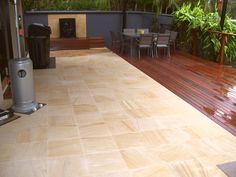 We specialise in high pressure cleaning, painting and resealing of all forms of pavers and concrete, giving your driveway, home, patio areas, paths and even factories a fresh new look.