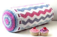 These lovely crochet bolster cushion patterns and ideas will inspire you to cozy up your bedroom with one of these pillows! Crochet Cushion Pattern, Crochet Cushions, Crochet Pillow, Pillow Patterns, Crochet Home, Love Crochet, Crochet Crafts, Crochet Projects, Diy