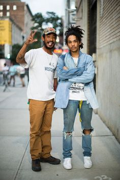 Street walker - Lucien Smith and Luka Sabbat Nyc Spring, Spring Street Style, All Jeans, New Fashion, Street Fashion, Fashion Styles, Sweater Outfits, Fashion Pictures, Streetwear Fashion